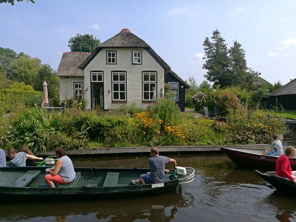 Busting the myths and giving you the facts about visiting Giethoorn, the Dutch town with 'no roads'