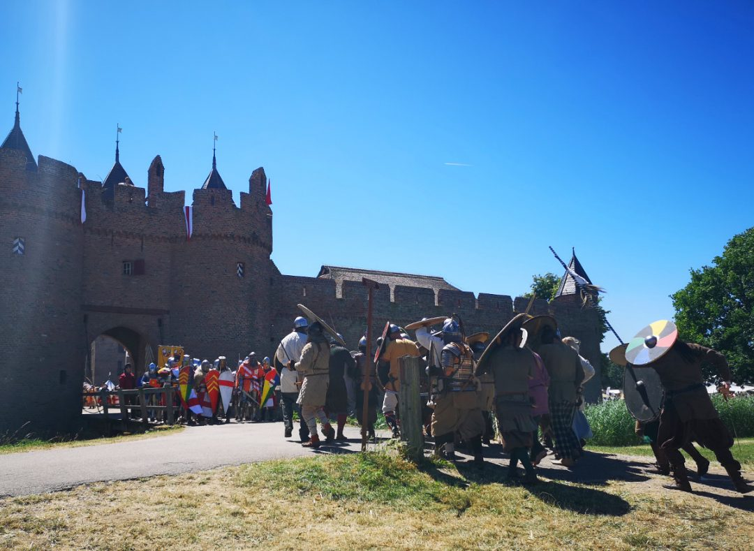 Like castles? Read on to find out about the Dutch Doornenburg Castle and the recreated battle for Doornenburg! A perfect day out for kids and history buffs.