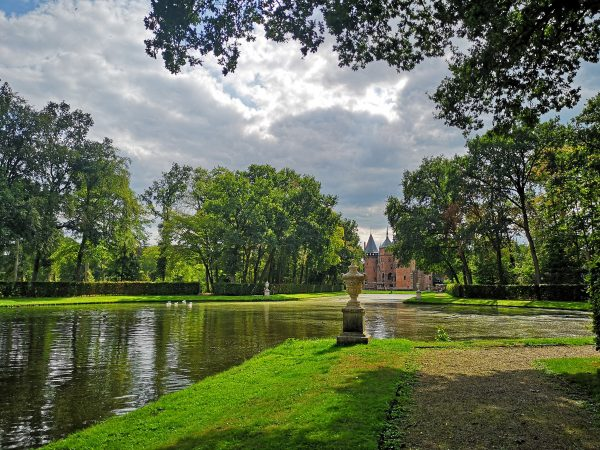 Everything you need to know about visiting Castle de Haar, the prettiest castle in the Netherlands!