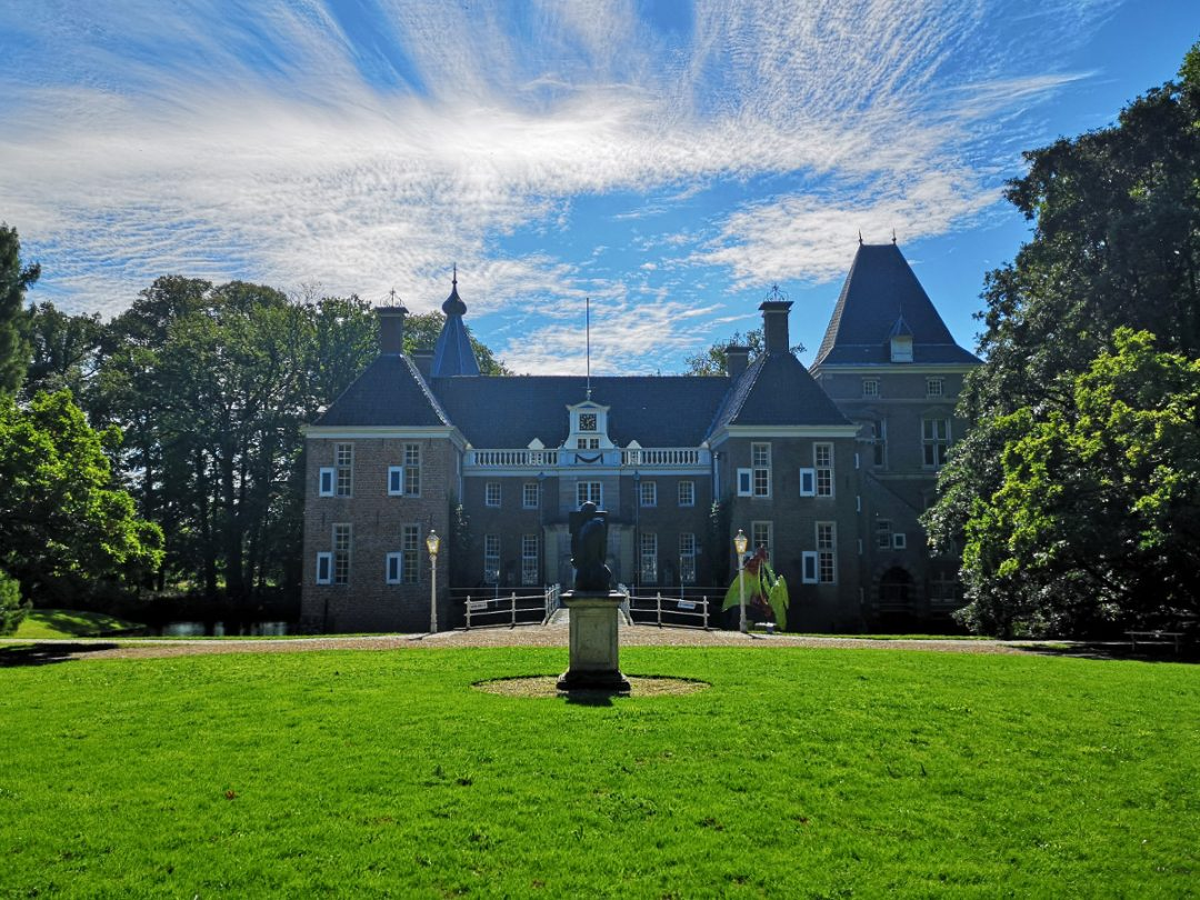 Castle Het Nijenhuis near Zwolle has one awesome sculpture garden! Find out how to plan your visit here.
