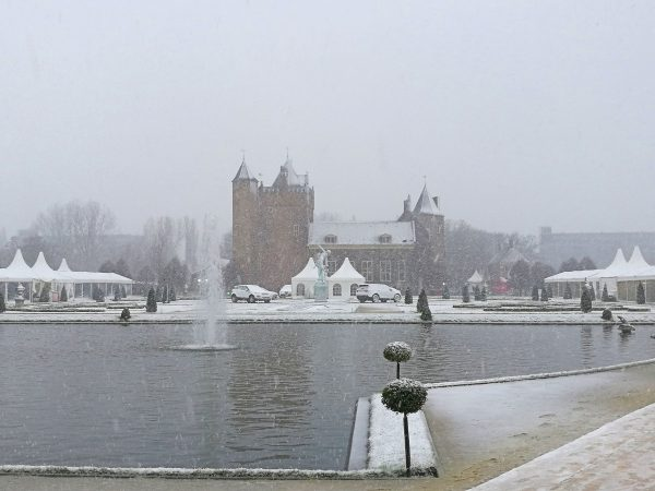 Want to visit a Christmas market in a castle?! You can at Castle Assumburg in the Netherlands! Find out how here.