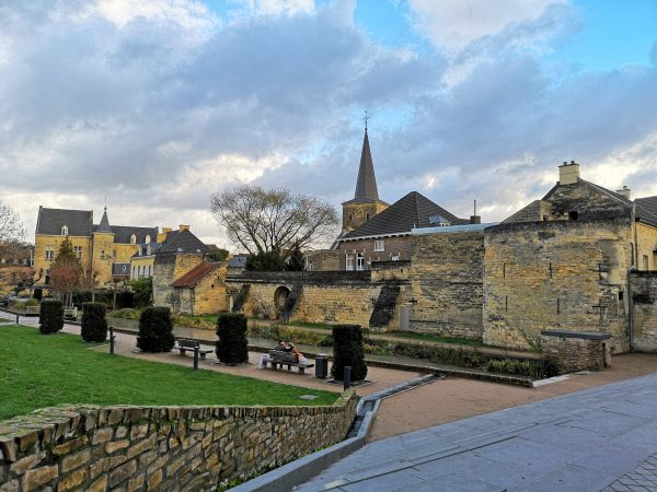 Valkenburg is the Christmas city of the Netherlands! Find out all about visiting this magical Dutch Christmas town (featuring Christmas markets in caves from Roman-times!) here.