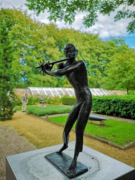 Visiting Kasteel Het Nijenhuis and the amazing sculpture garden near Zwolle.