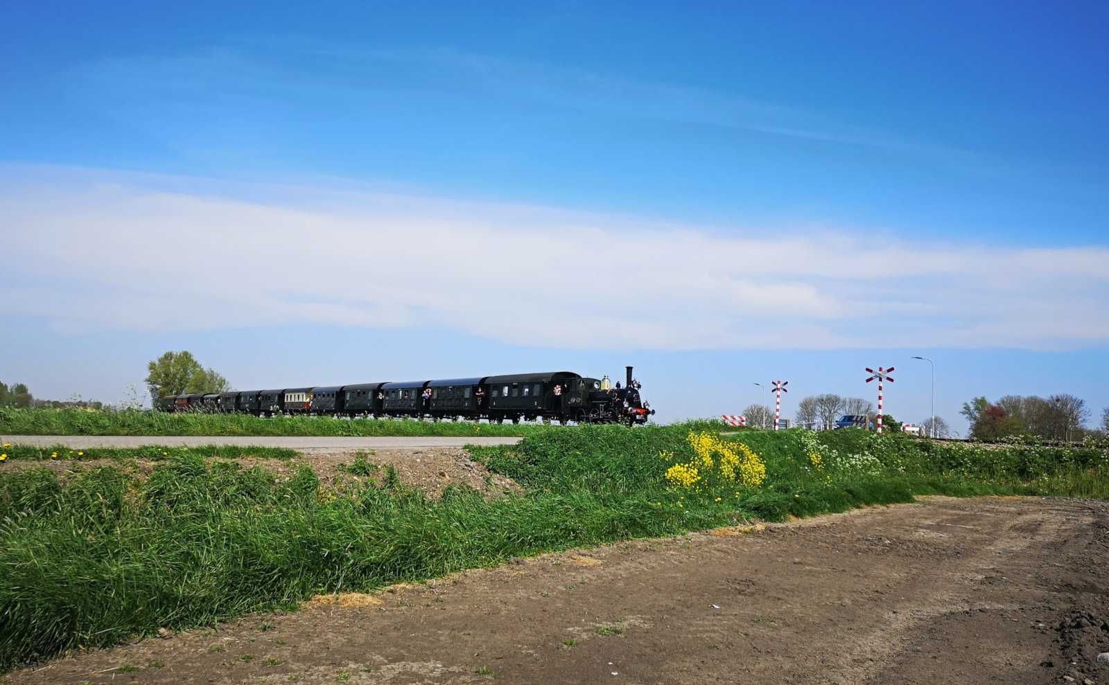 What it's like to ride the Dutch museum steam train and where to get photos of it with tulip fields
